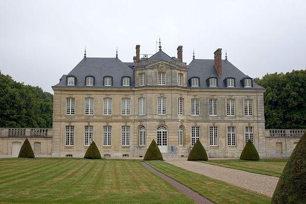 Dans l'Eure, au Tremblay-Omonville, le château passera ce dimanche sous un ciel très nuageux.