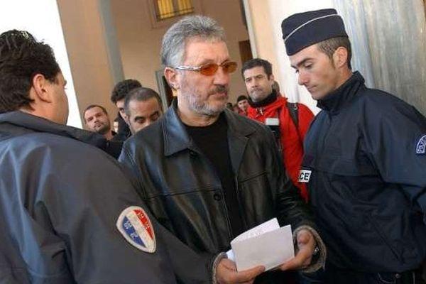 L'ancien leader nationaliste Charles Pieri, photographié le 9 décembre 2002 au palais de justice de Bastia