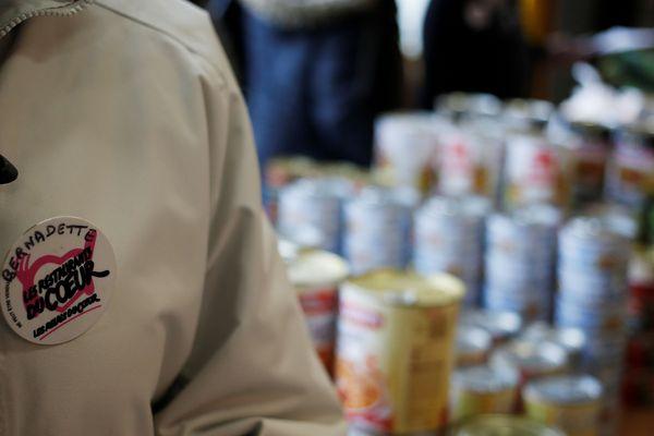 Associations, municipalités, supermarchés : les appels au bénévolat viennent d'un peu partout depuis le début de la crise sanitaire.