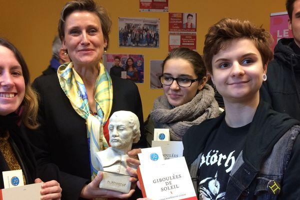 Lenka Hornakova-Civade et quelques membres du jury Renaudot des lycéens