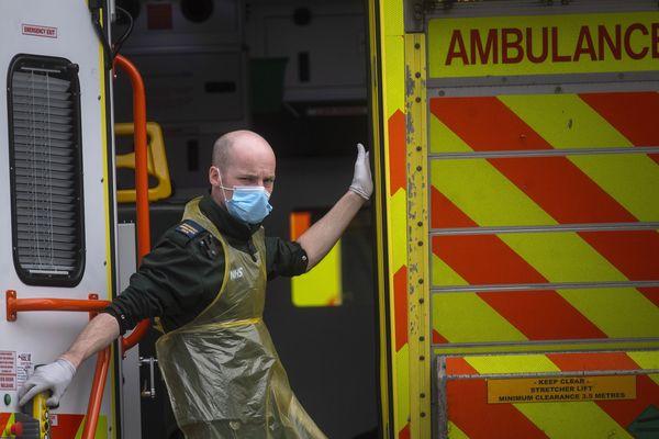 Un ambulancier à l'hôpital Saint-Thomas de Londres ce mercredi.
