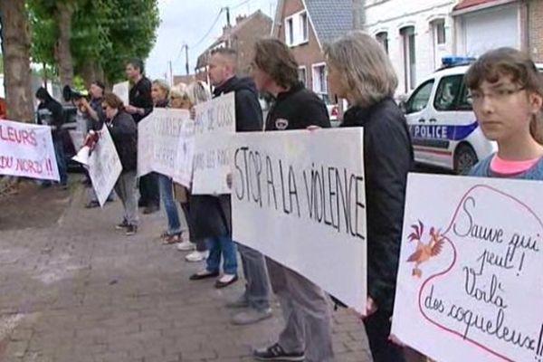 """Les manifestants dénoncent """"la honte du Nord""""."""