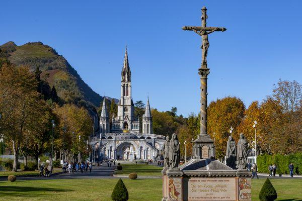 Le sanctuaire Notre-Dame de Lourdes attend la visite d'Emmanuel Macron. 2021.