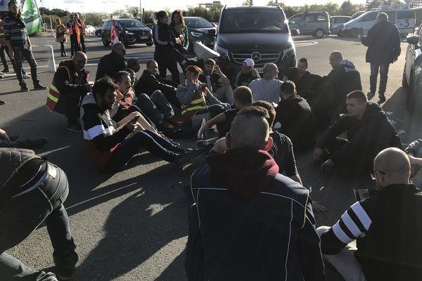 La direction de Michelin bloquée par les salariés sur le site de La Roche-sur-Yon le 10 octobre 209