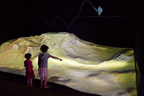 Au musée de Gergovie, la maquette 3D séduit les grands et les petits.