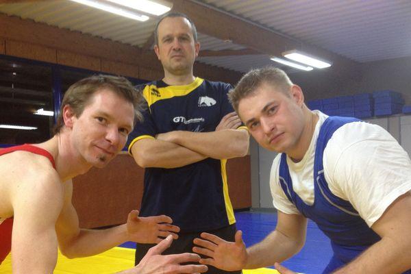Grégory Lespinasse a testé la lutte avec Andrey Syriev. Qui gagne?