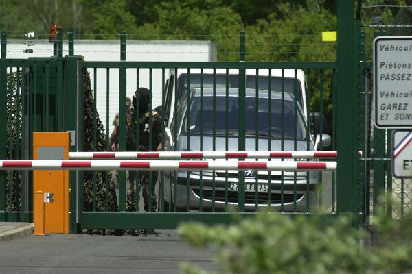 """C'est sur cette base de la DGSE à Cercottes, près d'Orléans, que travaillaient comme plantons les deux """"hommes de main"""" de l'affaire"""