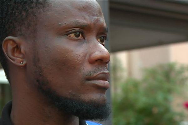 Jerry vit en France depuis trois ans après avoir dû quitter le Nigeria où il était menacé en raison de son homosexualité.