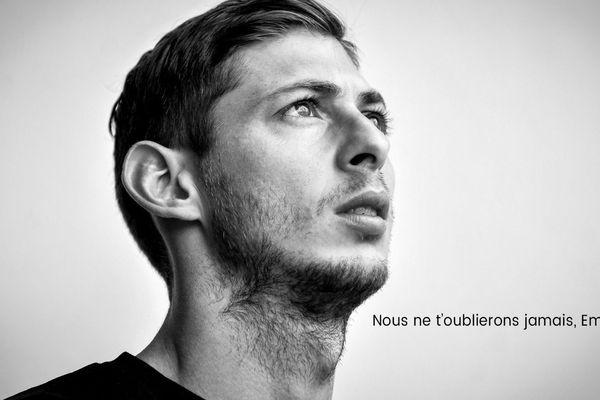 Ce vendredi 8 février au matin, une énorme photo noir et blanc d'Emiliano Sala barre la Une du site internet du FC Nantes