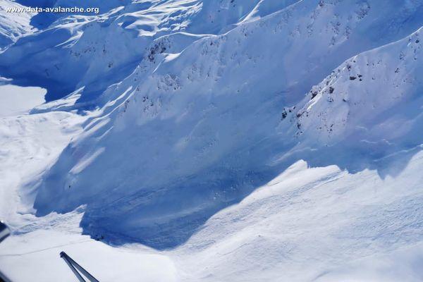 Une avalanche, visible sur cette photo, s'est produite ce dimanche en Haute-Tarentaise, dans le secteur grapillon des merles.