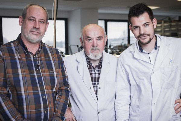 Frédéric, Jean et Julien Humbert-Droz dans leur atelier