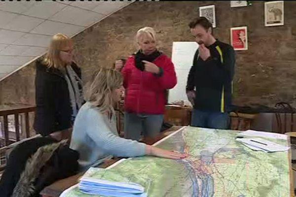 Des équipes parcourent le massif pour tenter de retrouver la jeune femme.ru