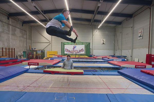 Le saut carpé plus facile à effectuer en l'air qu'au sol pour moi. Chacun réagit différemment dans les airs m'avait prévenu Nathalie Groenweghe, monitrice du trampoline club de Ronchin, le seul club dédié exclusivement à cet agrès dans le Nord.