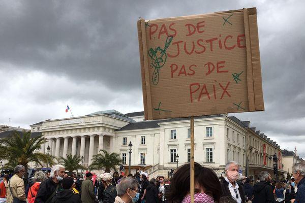 Plus de 250 manifestants se sont retrouvés place Jean Jaurès à Tours (Indre-et-Loire) pour protester contre les violences policières