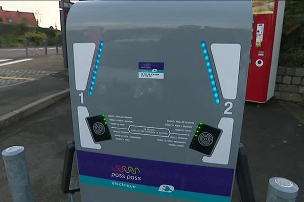 Les utilisateurs peuvent se servir de leur carte Pass Pass sur les bornes de recharge.