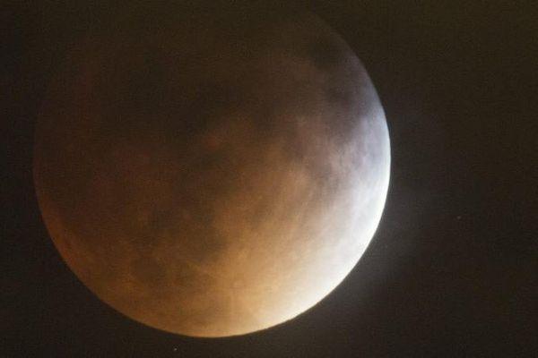 Une éclipse lunaire totale lors de la Super Lune, le 27 septembre 2015, à Denver, au Colorado.
