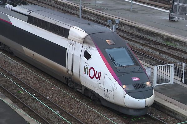 Un TGV Lille-Paris en gare Lille-Flandre