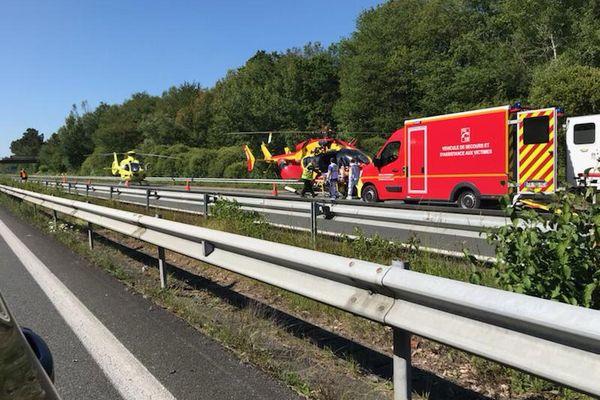 Marmande - un car Blablacar s'encastre dans un camion sur l'A62, treize personnes blessées - 27 mai 2021.