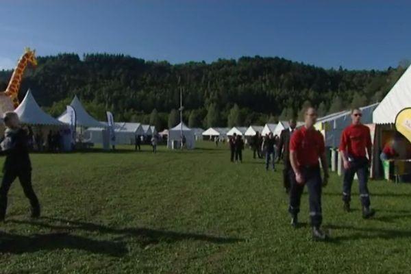 Chaque tente regroupe les associations réparties par thèmes