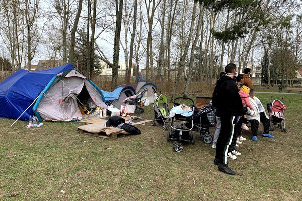 14 personnes sans papiers dorment sous tentes dans un parc public de Reims depuis une semaine.
