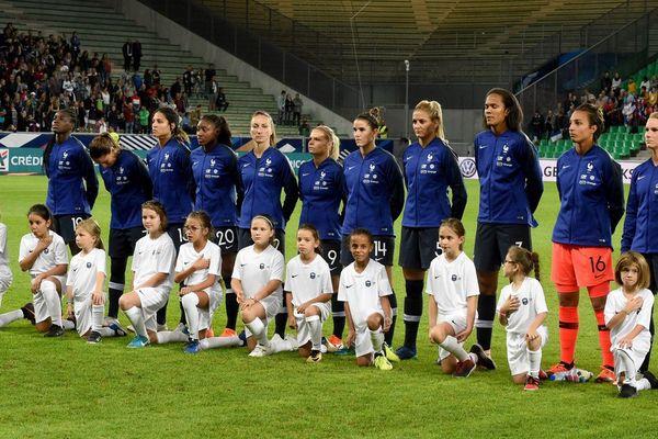 L'équipe de France féminine de football lors du match amical France/Australie au stade Geoffroy Guichard le 5 octobre 2018.