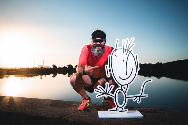 Dany Perray va parcourir 5000 kilomètres en natation, vélo et course à pied. Cette action a pour objectif de mettre en lumière l'association de l'AEVE et l'autisme.