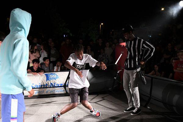 Bouge fait la part belle au hip hop et aux jeunes artistes. Ici les Ghetto Twins en démonstration