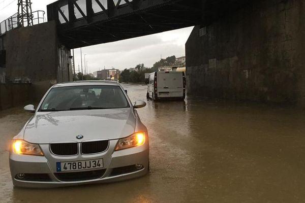 Béziers - des voiture abandonnées à proximité de la gare - 23.10.19
