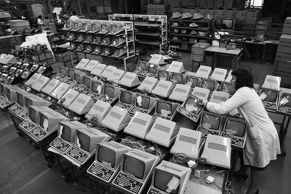 La radiothèque de Celmans du Mans (Sarthre) fabriquait des Minitels (1982) - Photo d'illustration