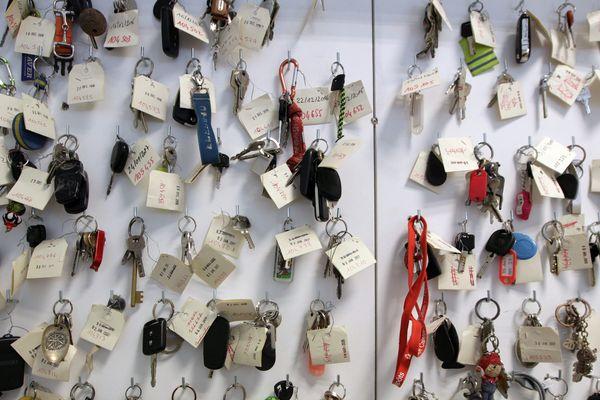 Chaque année, le service des objets trouvés de la ville de Nice, recueille plus de 13 000 objets abandonnés