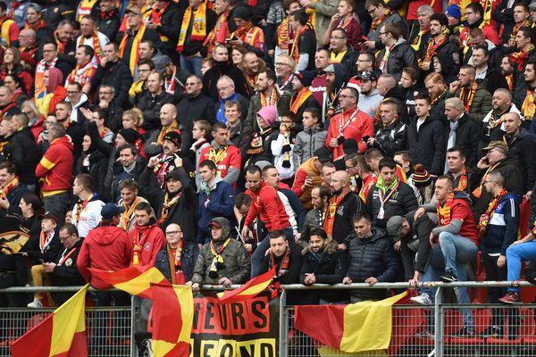 Les supporters du RC Lens au Stade du Hainaut, le 10 novembre lors du derby contre Valenciennes en Ligue 2 (image d'illustration).