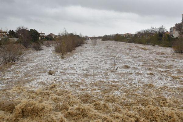A Perpignan dans les Pyrénées-Orientales, la Têt en crue lors de la tempête Gloria le 22 janvier 2020.