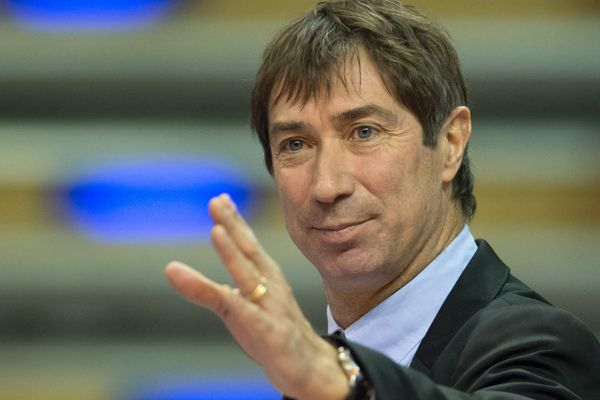 Laurent Tillie sera sélectionneur de l'équipe de France masculine et entraîneur du RC Cannes, chez les filles.