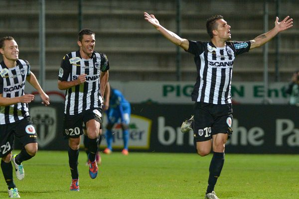 Angers face à Niort un match gagnant pour le SCO, avant la claque messine