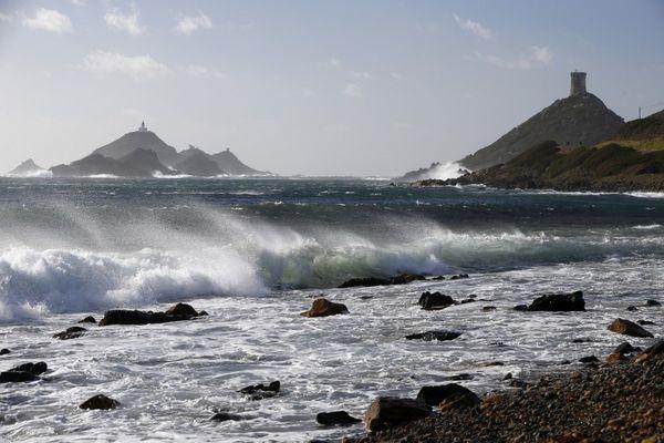 """La Corse est placée en vigilance orange """"vent violent"""" pour la journée du vendredi 29 janvier."""