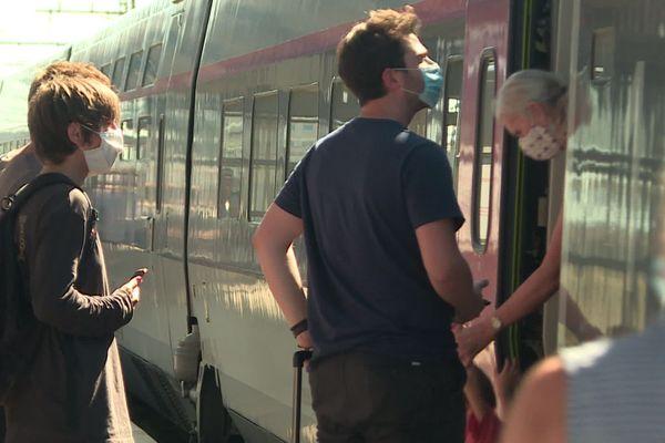 Des passagers en gare de Mâcon (archives - août 2020)