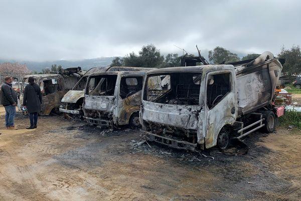 Un incendie a complètement détruits quatre camions de collecte des déchets, à Monticello, dans la nuit du mercredi 24 au jeudi 25 février.