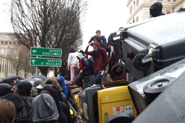 Blocage du lycée Emile Zola, dans le centre de Rennes, ce vendredi 7 décembre