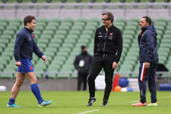 Antoine Dupont et Fabien Galthié, à l'Aviva Stadium de Dublin, avant le match du XV de France contre l'Irlande, le 14 février dernier