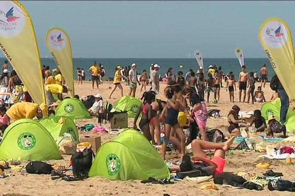 Les jeunes franciliens sur la plage de Deauville