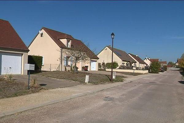 Un lotissement récent à Thizy (Yonne)
