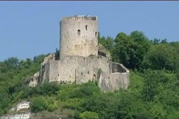 Le donjon de La Roche Guyon, dans le val d'Oise.