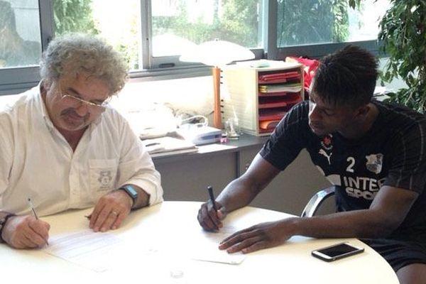 Le jeudi 26 juillet, le footballeur de l'US Palerme a signé un contrat de prêt d'un an avec option d'achat avec l'Amiens SC.