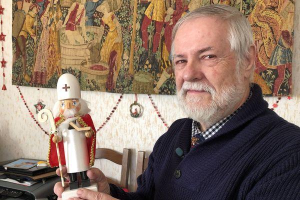 Dominique Charton, collectionneur passionné par Saint-Nicolas