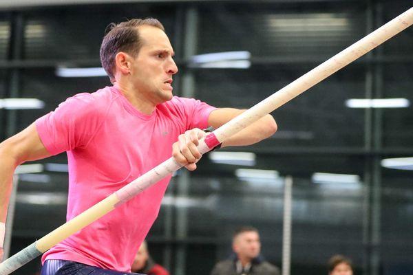 Le perchiste Renaud Lavillenie vainqueur de l'Open Indoor de Tignes le 11 janvier 2018.