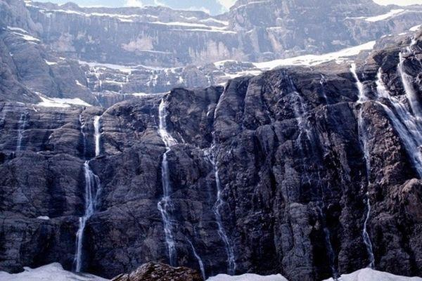 Des paysages grandioses, des montagnes enneigées, un drone, c'est un voyage exceptionnel au cœur de Parc National des Pyrénées que nous vous proposons dans Cap Sud-Ouest