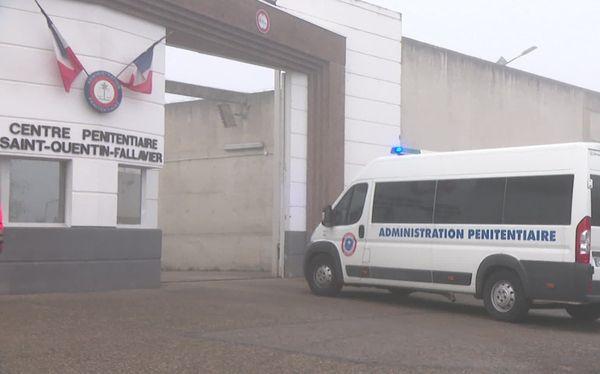 """Plus d'arrivants, et une soixantaine de détenus en fin de peine libérés avant l'heure à Saint-Quentin-Fallavier, de quoi  légèrement """"faire baisser la pression""""."""