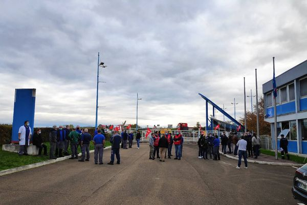 A 7 heures, ce lundi matin, les salariés de l'usine RKS ont débrayé pour protester contre le projet de fermeture.