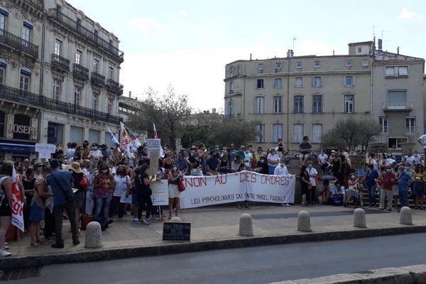 Une centaine de psychologues venus de toute la région ont manifesté devant la préfecture de Montpellier le 10 juin.