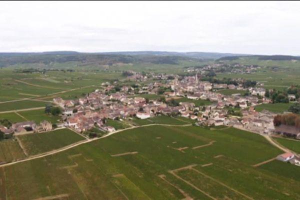 Meursault, où Augustin (Bourvil) et Monsieur Le Fort (Louis de Funès) se rendent après avoir fuit Paris.